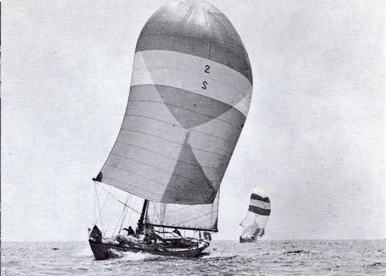 2 sailboats on a starboard reach